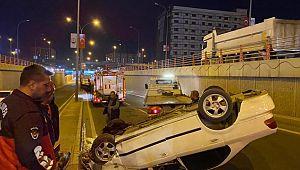 Devrilen otomobilin sürücüsü yaralandı (Videolu Haber)