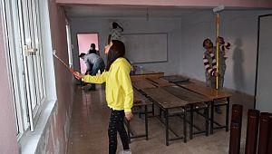 Eğitim gönüllüleri tatili fırsata çevirdi