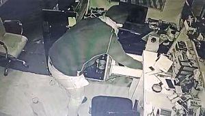 İş yerinden cep telefonu hırsızlığı kamerada (Videolu Haber)