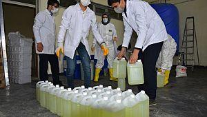 Lise öğrencileri dezenfektan üretiyor (Videolu Haber)