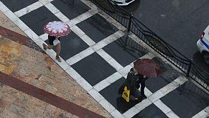 Şanlıurfa'da sağanak yağış zor anlar yaşattı (Video)