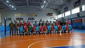 TSK ve Resulayn Voleybol takımları kıyasıya yarıştı (Videolu Haber)
