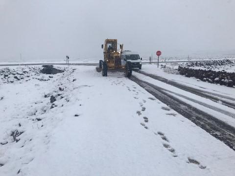 Büyükşehir, 120 araç 220 personelle karla mücadelesini sürdürüyor (Videolu Haber)