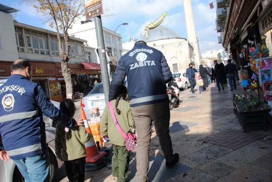 """Büyükşehir zabıta ekipleri """"dilenci timi"""" kurdu (Videolu Haber)"""