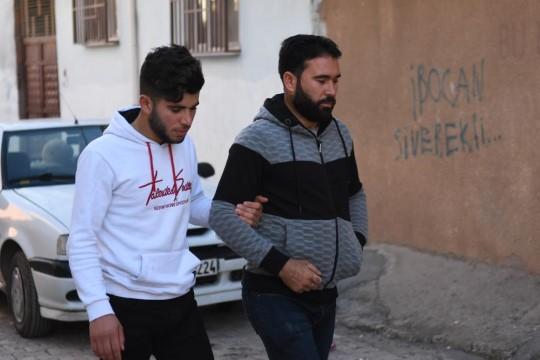 Suriyeli genç ameliyat olmazsa gözlerini kaybedecek