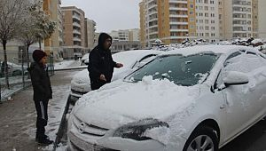 Türkiye'nin en sıcak illerinden Urfa'da kar sevinci