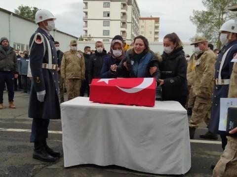 Yangında ölen uzman çavuş ile oğlu törenle memleketlerine uğurlandı