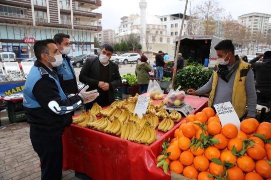 Karaköprü zabıtadan pazar yerlerinde sıkı pandemi denetimi (Videolu Haber)