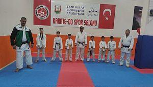 Karate başantrenöründen Muharrem Çelik'e başarı belgesi
