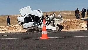 Otomobil minibüsle çarpıştı:1 ölü, 3 yaralı