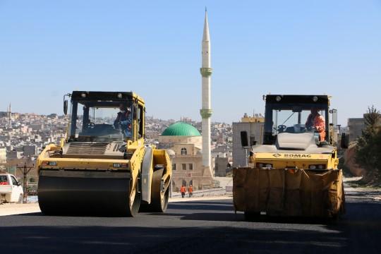 Yeni açılan yollarda asfaltlama çalişmalari devam ediyor (Videolu Haber)