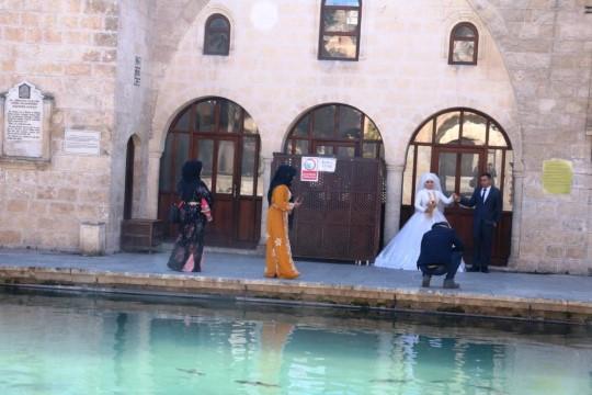 Balıklıgöl kısıtlamada yeni evlenen çiftlerin gözdesi oldu (Videolu Haber)