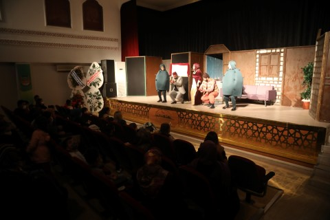 Büyükşehir şehir tiyatrosu dünya tiyatro gününe özel sahne