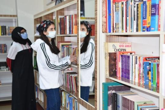 Siverek'te 'bırakın kızlar okusun' projesi kapsamında kütüphane açıldı