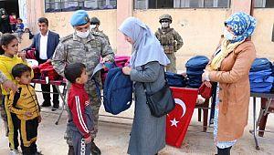 Akçakale belediyesi ile Harran Üniversitesi'nden Suriyeli öğrencilere yardım
