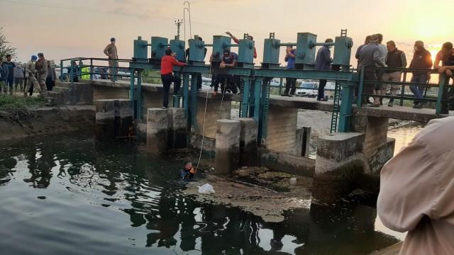 Osmaniye'de kanala düşen 4 çocuktan biri öldü, 2'si kayboldu(Video)