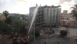 Şanlıurfa'da belediye binasının yıkım anı kamerada