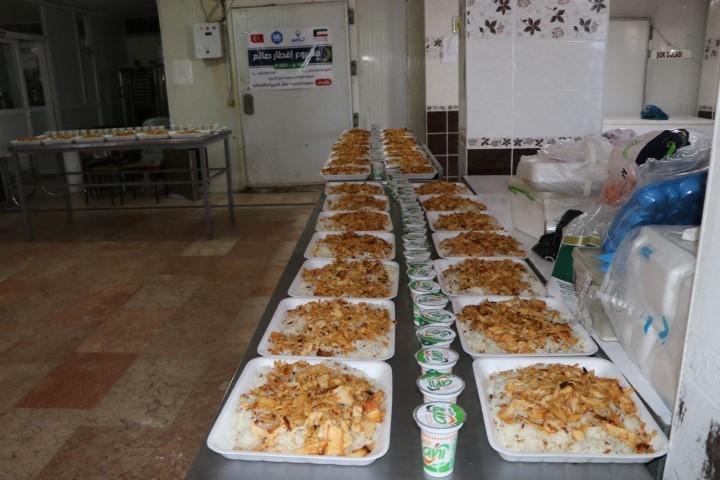 Viranşehir'de her gün 300 aileye sıcak yemek