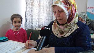 Anneler okuma yazmayı çocuklarının desteği ile öğreniyor ( Video Haber )
