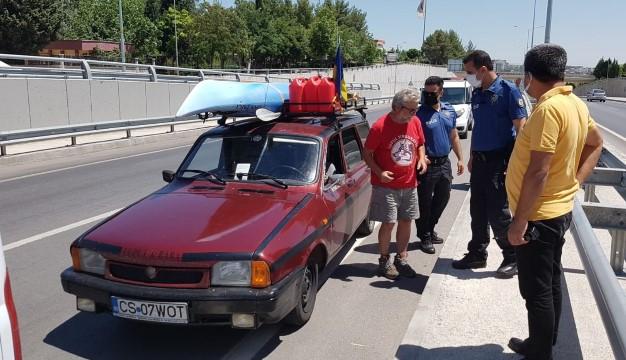 Aracıyla gezen turist şüphe üzerine ihbar edildi, polis herakete geçti