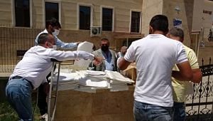 Engelli bireylerin ürettiği maske ve seccadeler cami cemaatine dağıtıldı