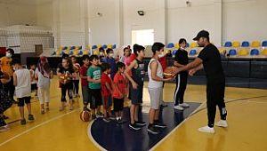 Karaköprü'de çocuklardan basketbol kursuna yoğun ilgi