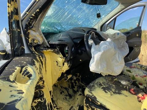 Otobüse çarpan araç şarampole uçtu: 1 yaralı