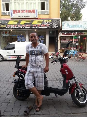 Refüje çarpan motosikletin sürücüsü öldü