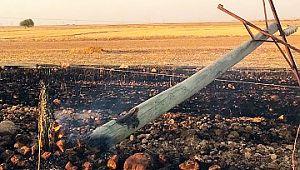 Şanlıurfa'da tarlada anız yakılması elektrik direklerine zarar verdi