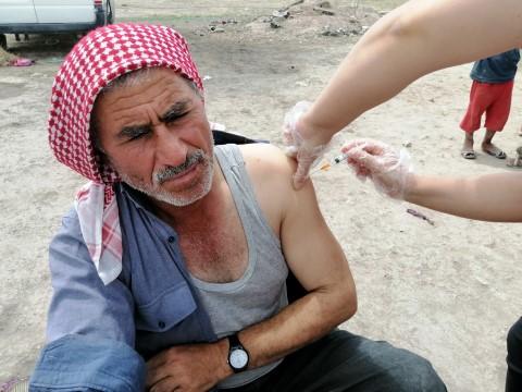 Aksaray'da tarım işçileri çadırlarında aşılandı