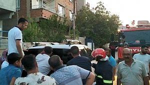 Araçta kilitli kalan çocuk cam sökülerek çıkartıldı ( Video Haber )