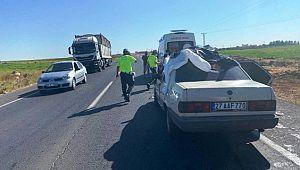 Çarptığı otomobilin üzerinde asılı kalan motosiklet sürücüsü öldü ( Video Haber )