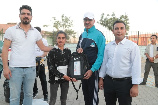 Eyyübiye'de öğrencilere eğitim seti ve spor malzemesi dağıtıldı ( Video Haber )