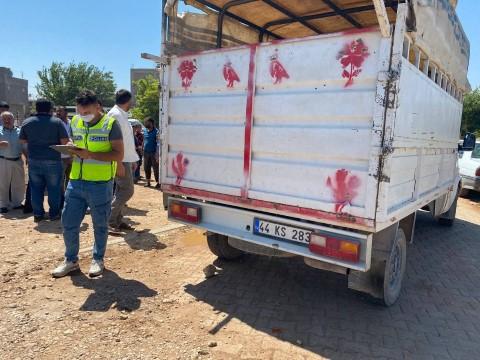 Kamyonete çarpan motosikletin sürücüsü ağır yaralandı ( Video Haber )