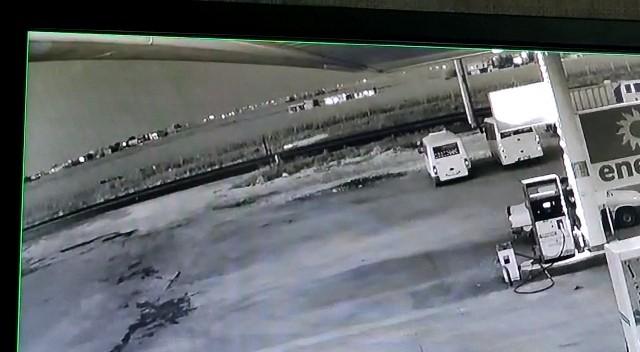 Otomobilin metrelerce havaya fırlattığı yaya hayatını kaybetti ( Video Haber )