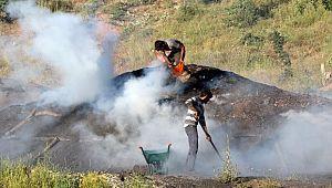 (Özel) Mangal kömürü üretmek için gece gündüz mesai yapıyorlar