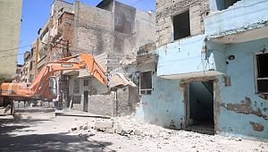 Riskli binalar tek tek yıkılıyor