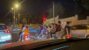 Şanlıurfa'da 3 motosiklette 15 kişi yolculuk etti ( Video Haber )