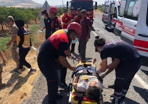 Şanlıurfa'da devrilen araçtaki 4 kişi yaralandı ( Video Haber )