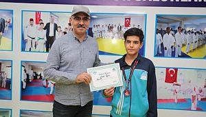Başkan kuş, şampiyon sporcuyu ödüllendirdi. ( Video Haber )