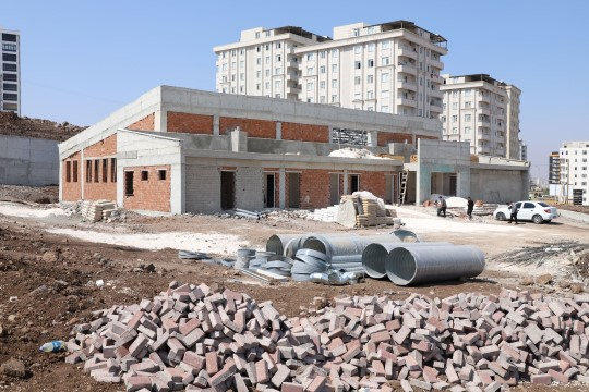 Karaköprü'de kapalı yüzme havuzu çalışmaları sürüyor ( Video Haber )
