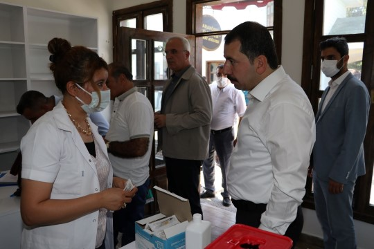 Şanlıurfa'da belediye personelleri covid-19 aşısı oldu