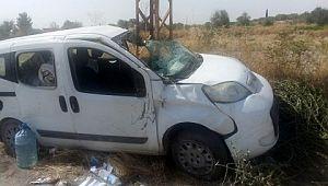 Şanlıurfa'da hafif ticari araç devrildi: 2 yaralı ( Video Haber )