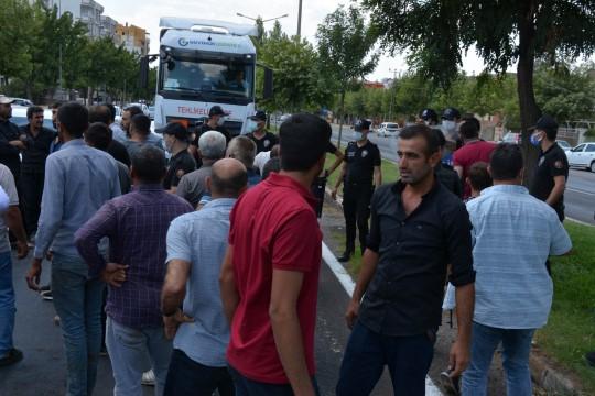 Siverek'te çiftçiler elektrik kesintilerini protesto etti ( Video Haber )