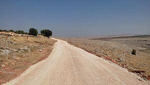 Halfeti'de vatandaşlar yol çalışmalarıyla yazın tozdan, kışın çamurdan kurtuluyor.