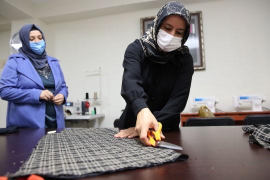 Karaköprü'de kadınlar kurslarda meslek öğreniyor