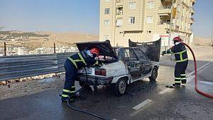 Şanlıurfa'da park halindeki otomobil alev topuna döndü ( Video Haber )