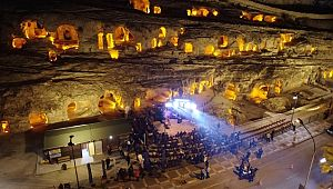 Şanlıurfa kaya mezarlığında Melek Mosso konseri ( Video Haber )
