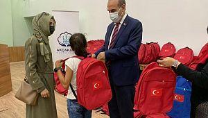 Akçakale belediyesi ev sahipliğinde 300 öğrenciye yardım