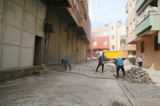 Haliliye'nin 5 mahallesinde yol yapım çalışmaları sürüyor